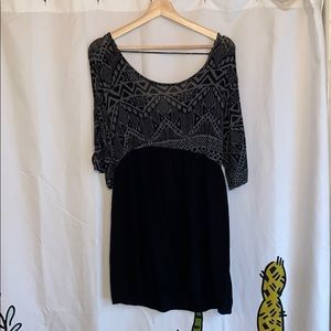 Noble lace-back tunic